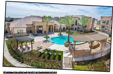 Modera Spring Town Center pool