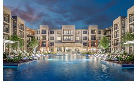 A picture of the pool and lounge area at the apartment community.